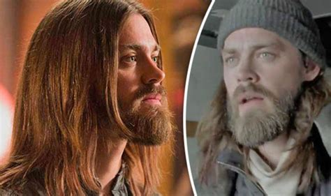 tom payne finance the walking dead i think carl is the future says actor tom