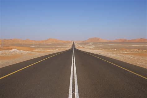 wallpaper pemandangan pasir gurun horison jalan raya