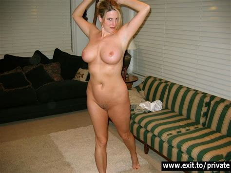 Uk Amateur Milf Laura Exposing Her Holes Nude Blowjob