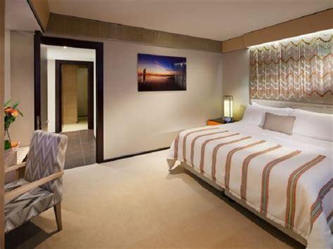 jumeirah beach hotel dubai   emirates book