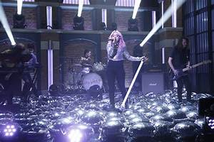 """Hey Violet Performs """"Guys My Age"""" On """"Late Night With Seth ..."""