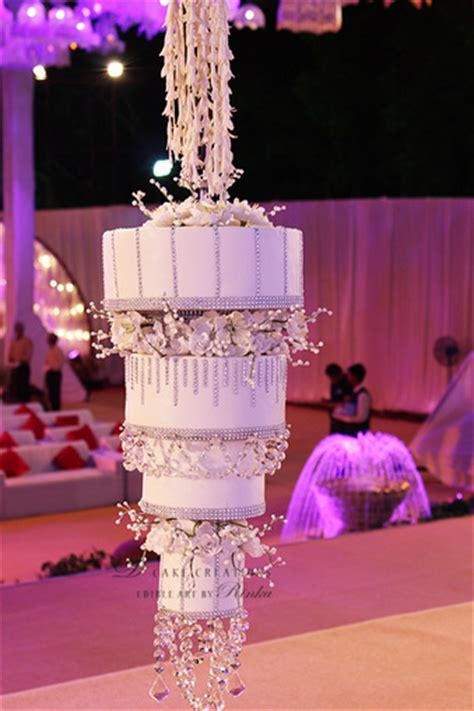trending chandelier wedding cakes wedmegood