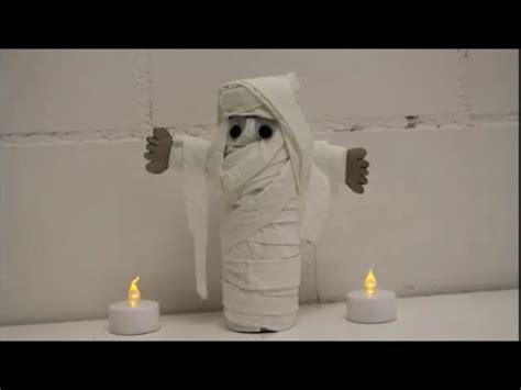 diy halloween special mumie aus klopapierrolle basteln