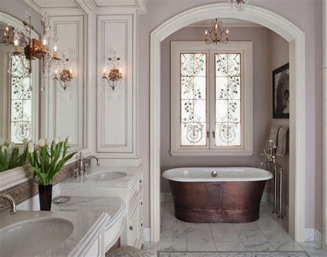 chambre en alcove 12 lustres en cristal pour rendre votre salle de bain