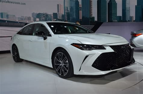2019 Toyota Avalon by 2019 Toyota Avalon Comes Larger With High Tech Features