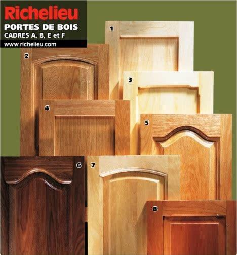 portes de bois ou armoires de cuisine en bois ou de salle de bain