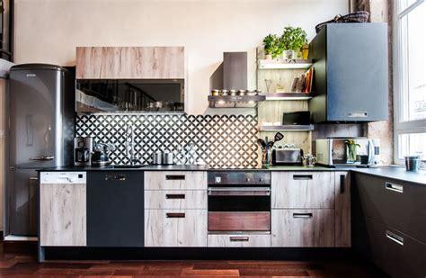 facade cuisine bois brut cuisine esprit atelier vintage bois brut et noir