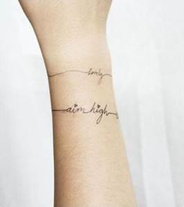 Tatouage Prénom Poignet : modele tatouage poignet femme prenom acidcruetattoo ~ Melissatoandfro.com Idées de Décoration