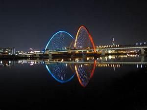 File:Expo Bridge Daejeon at night.jpg