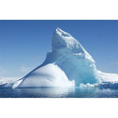 Manhattan-sized iceberg splits from glacier – and spotted