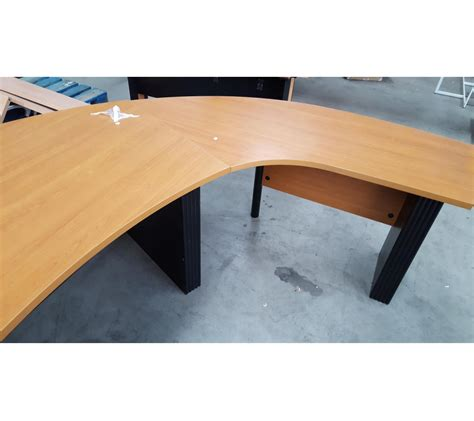 bureau angle bureau d angle arrondi en bois pieds m 233 tallique noir