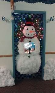 Pretty Christmas Door Decoration Ideas