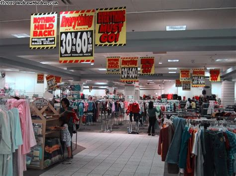 Bedno.com - J.C.Penney store closing in Lincolnwood.