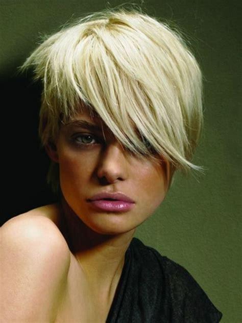 asymmetrische frisuren fuer coole frauen mit kurzem haar