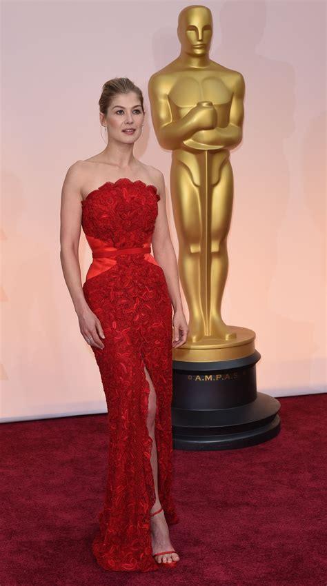 rosamund pike  oscars red carpet  hollywood
