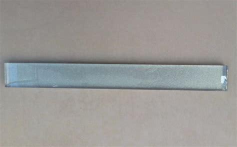 plaque mur cuisine mosaïque carrelage et frise argenté listel barrette
