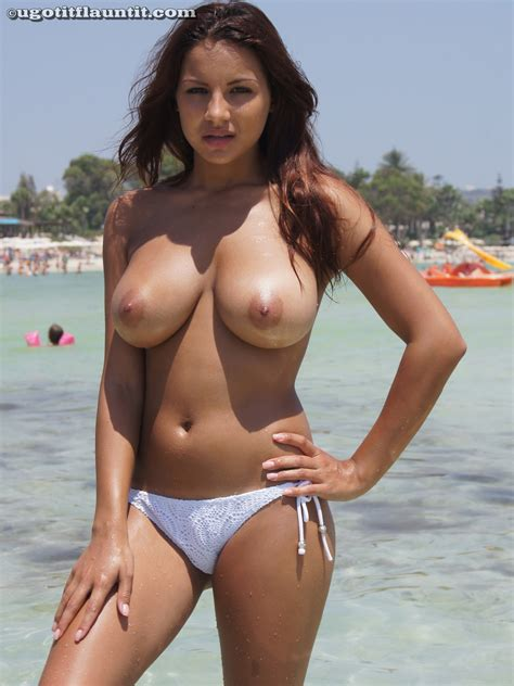 Big Boobs On Sexy Topless Amateur Beach Babe Nude Amateur Girls