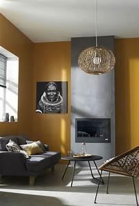 Decoration Mur Interieur Salon : le jaune moutarde sur les murs de votre salon c 39 est la tendance du moment cadres miroirs ~ Teatrodelosmanantiales.com Idées de Décoration