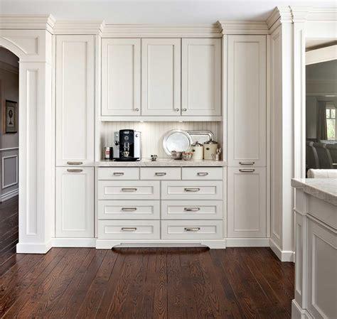 cuisine blanche et verte cuisine plan de travail bois