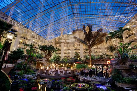 opryland hotel lights 30th annual a country at gaylord opryland hotel