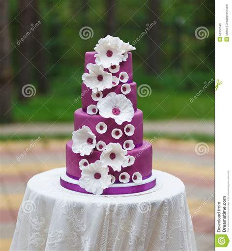 g 226 teau de mariage grand avec des fleurs photo stock image 51852546