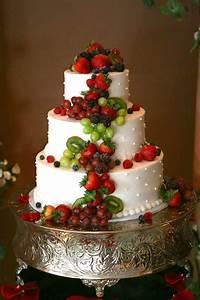 Torte Mit Früchten : hochzeitstorten etagere montieren von echten blumen auf ~ Lizthompson.info Haus und Dekorationen
