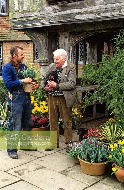 christopher lloyd dixter gap gardens christopher lloyd and fergus garrett outside the front porch at great dixter