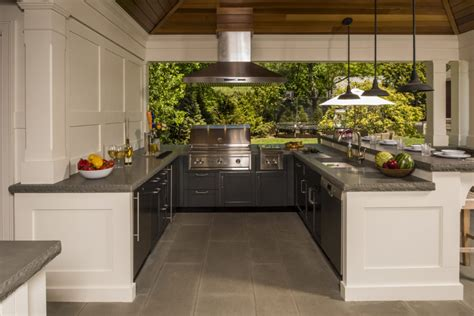 Outdoor Kitchen Layout Tips & Tricks