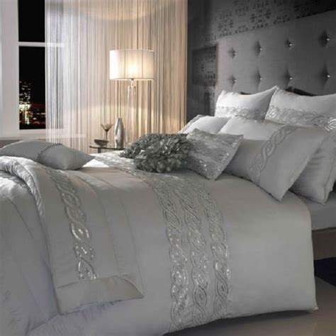 choosing silver bedroom decor   romantic touch