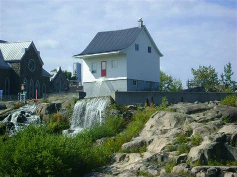 cascade d eau photo de musee de la maison blanche chicoutimi tripadvisor