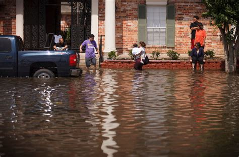 rain spreads destruction  houston killing