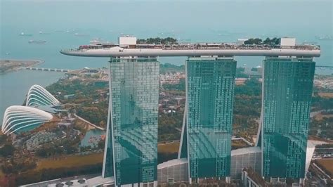 Singapore Marina Bay Sands Hotel Can Control Drone