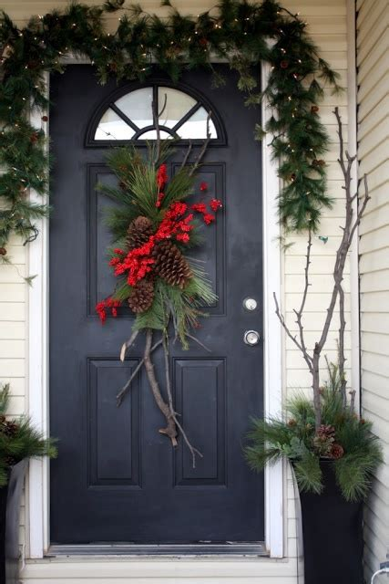 stunning christmas front door decor ideas digsdigs