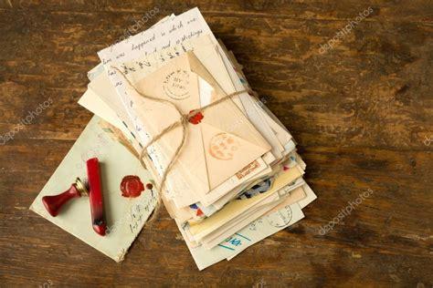 Wachs Auf Holztisch by Wachs Siegel Und Alte Briefe Stockfoto 169 Klanneke 83848708
