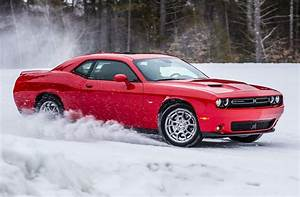 2017 Dodge Challenger GT front three quarter in motion 15 ...