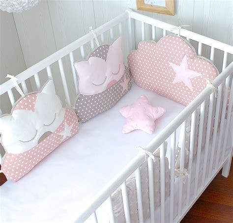 tour de lit 4 coussins chat et 1 coussin nuage ton poudr 233 et taupe linge de lit enfants