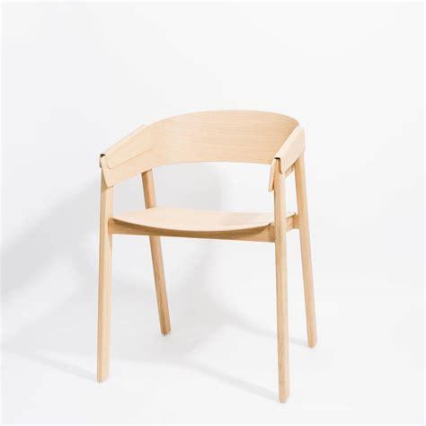 chaise muuto chaise muuto finest chaise et ladaire gris minimaliste