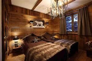 Deco interieur style chalet idees pour atmosphere chaleureuse for Chambre à coucher adulte moderne avec fenetre en bois sur mesure pas cher