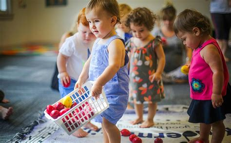 Music institute of chicago musikgarten classes build fundamental music skills by revisiting songs, stories and dances from session to session. Music Classes for Toddlers | Kindermusik