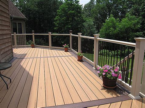 beautiful deck design    toned color scheme