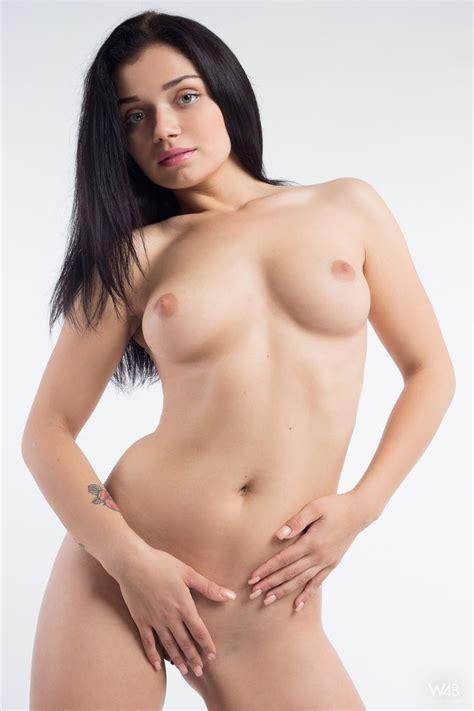 Katrina Naked In Black Heels Naked Brunette Teen