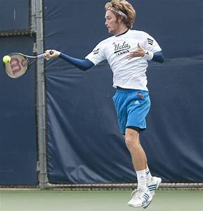 Men's tennis downs Pac-12 competitors | Daily Bruin