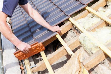 metall ziegel verlegen dacheindeckung f 252 rs gartenhaus dachpappe dachpfanne oder doch ein gr 252 ndach