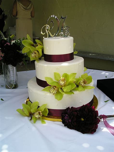 filewedding cake  green floral decoration jpg