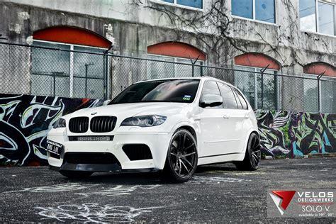 alpine white bmw xm   velos solo  wheels velos