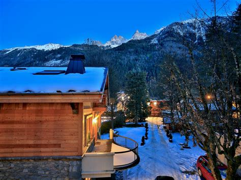 chalet des sapins apartments two large chalet apartments in chamonix town centre 18225