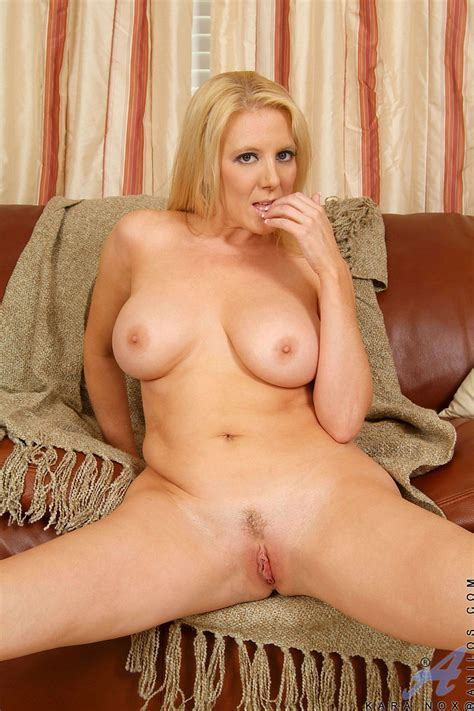 Busty Blonde Anilos Stretches Her Bald Clit After Removing Clothes Porn Tv