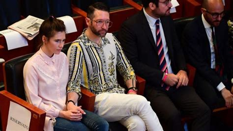 amanda knox    pay   outer space wedding