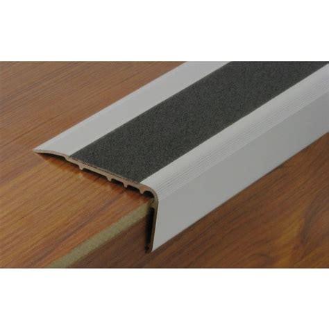 nez de marche escalier nez de marche en aluminium avec bande antid 233 rapante protectrice dinac bricozor