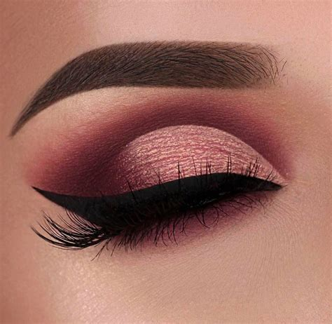 stunning cut crease smokey eye  winged liner